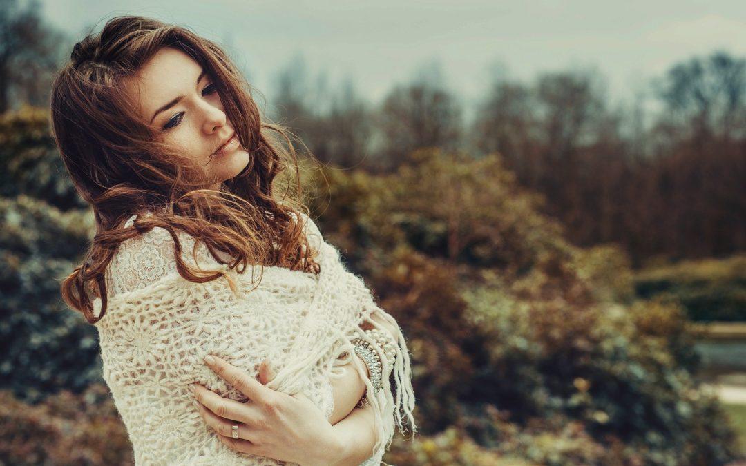langvarig stress symptomer trist kvinde med stress symptomer